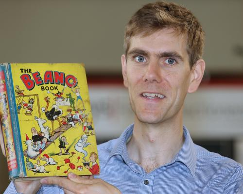 Keys head of books Robert Henshilwood with the first ever Beano Annual sm