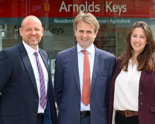 Mark Mayhew left Guy Gowing and Charlotte Webster of Arnolds Keys sm