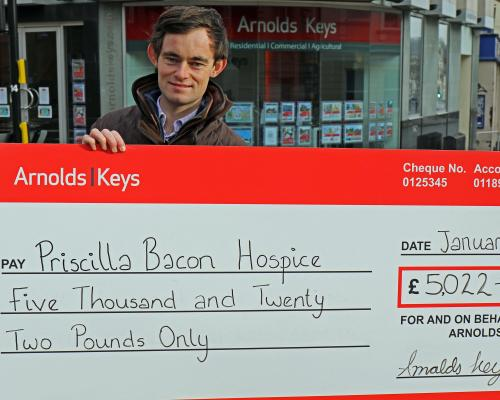 Nick Williams of Arnolds Keys with the Priscilla Bacon Hospice donation sm