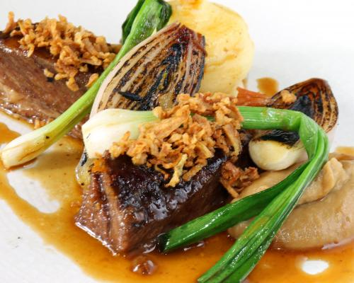Short rib of beef with shallots and pomme puree 1