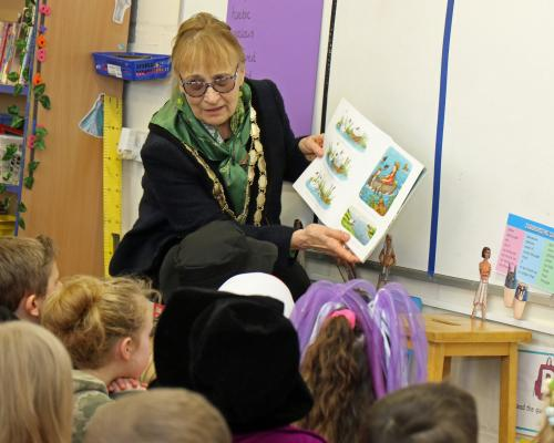 Swaffham Mayor Jill Skinner reads to Year 3 students at Swaffham Primary Academy